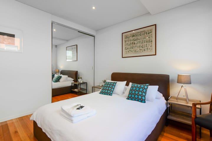 Stunning, Spacious, City-Edge Loft! - West Melbourne - Hus
