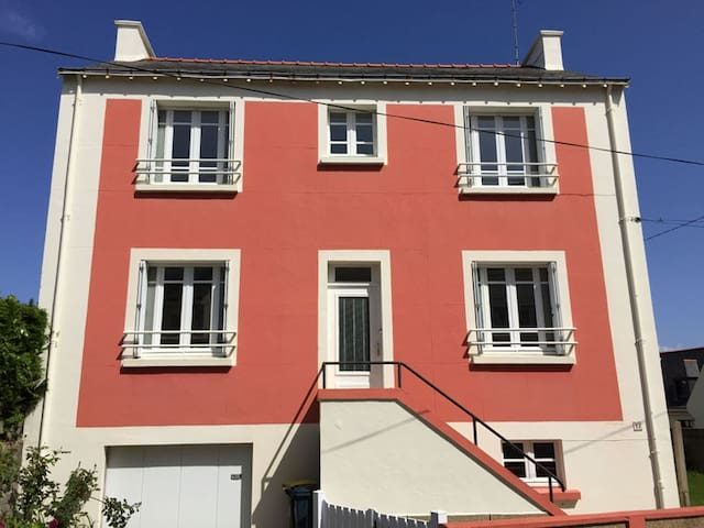 Village house close to seaside - Port-Louis - House