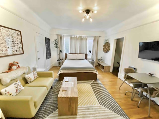 Capitol Hill Classic Apartment - FREE PARKING