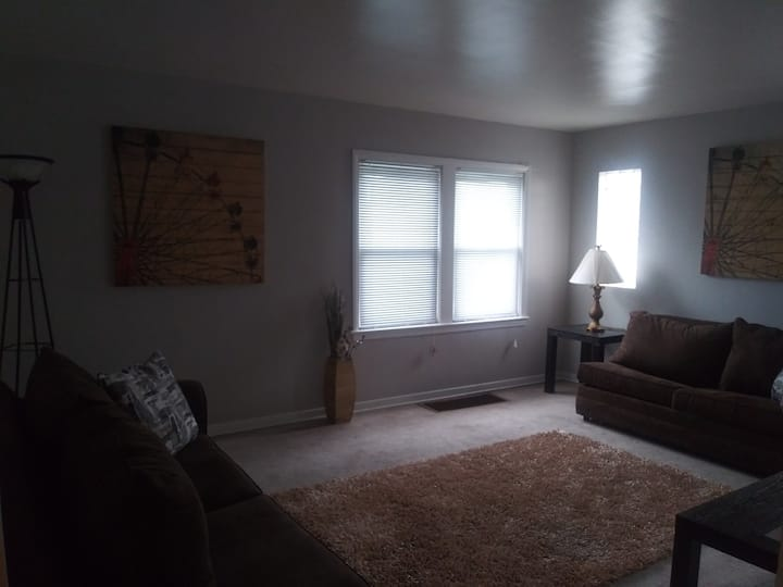 Clean Cozy Comfortable Near Olympia Fields