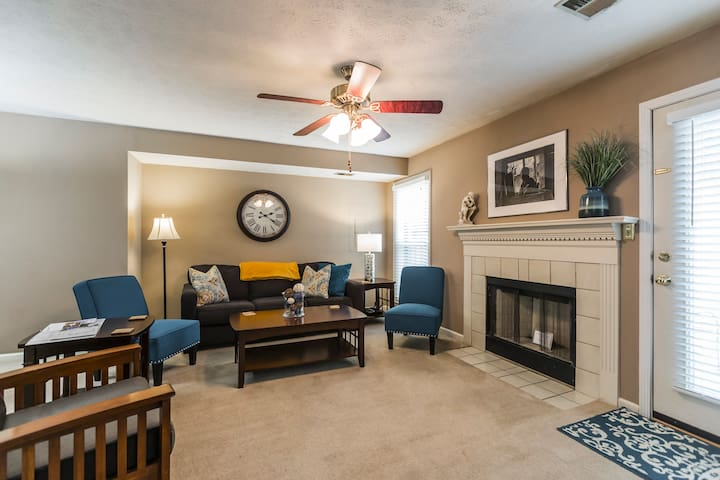 3 Bedroom Downtown Townhouse, Close to All!