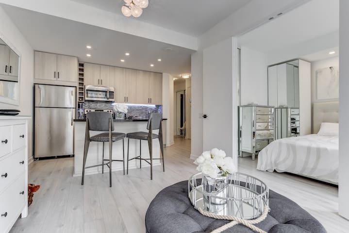 Luxury 1 Bedroom - Yonge-Bloor Yorkville U of T
