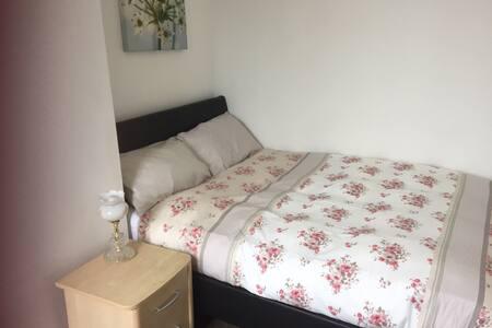 Luxurious double bedroom.