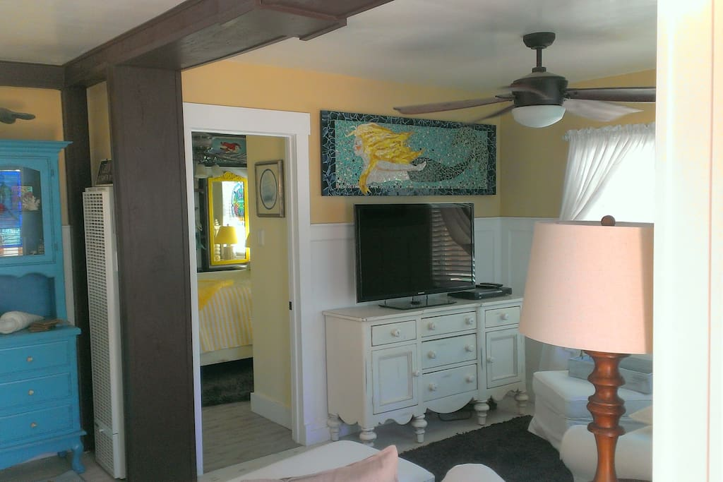 OB Mermaid Cottage with large Samsung SmartTV and wireless Samsung Blu-Ray and a Mermaid too!