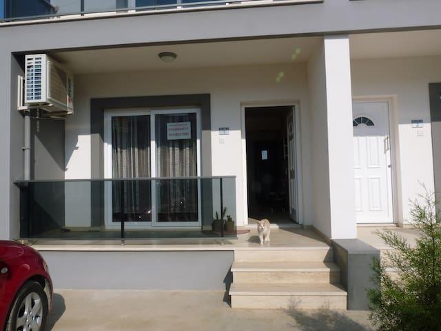 Милая квартира у берега моря 100 м - Фамагуста - Apartament