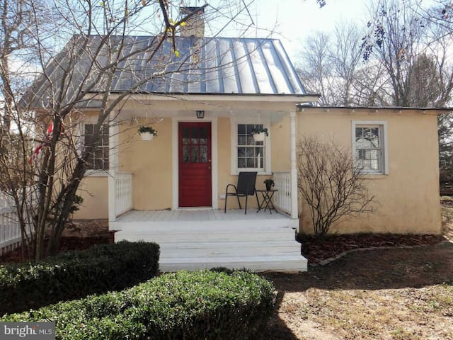 Heart Gate - charming home in Middleburg