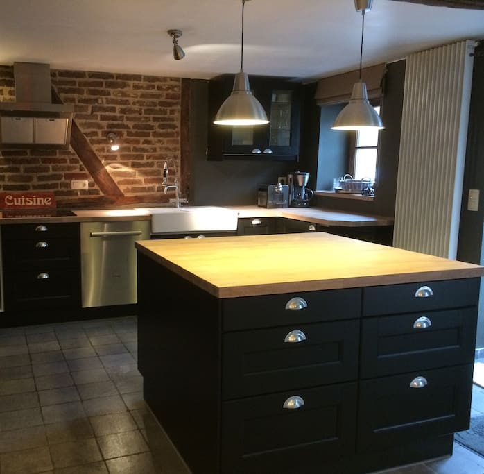 kitchen open onto dining room