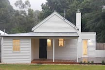 Beautifully renovated three bedroom cottage in Halls Gap