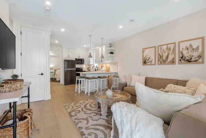 Gorgeous Upscale 2bdrm Guest Suite in South Surrey