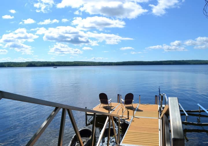 Stunning, Newly Remodeled Lakefront Cottage