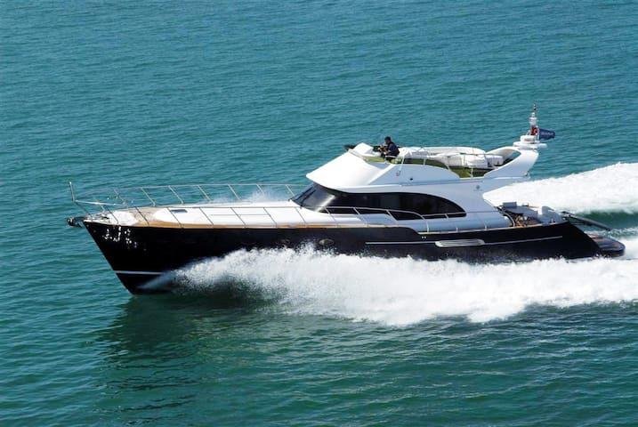 Venezia Giant 62' Flybridge - Tourlos