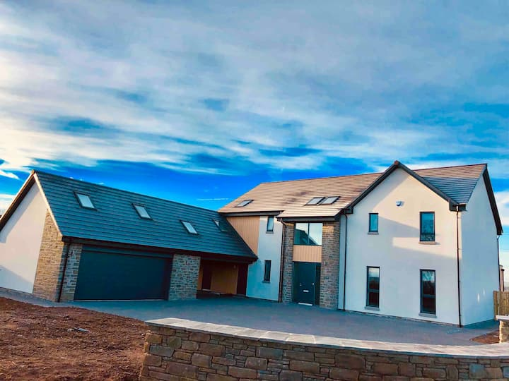 Guest Suite with Private Entrance, close to Dundee