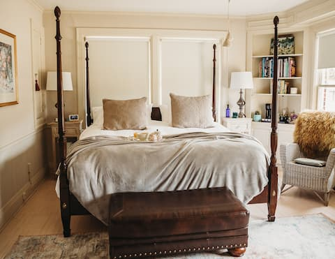 The Mabelle Bluestem Luxury King room