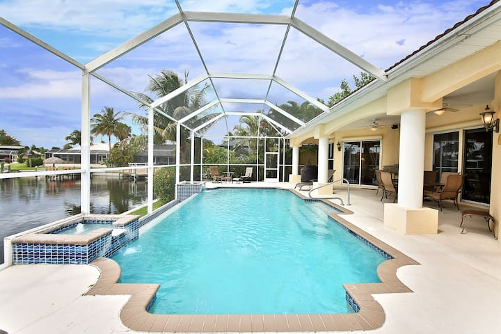 Dreamvilla Louisiana in Cape Coral