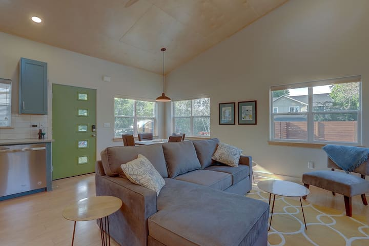 Mod Pod - Sleek, New and Modern, Excellent Location - Walk to Downtown