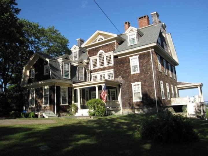 Magnificent Jamestown House, Sweeping Ocean Views
