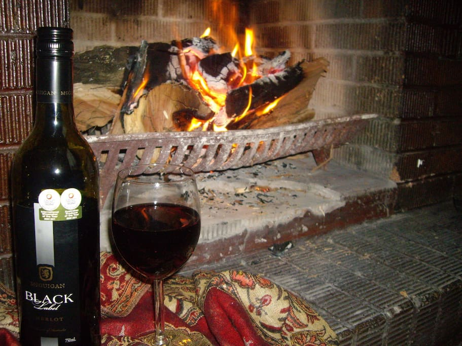 Open log fire & a glass of Hunter Valley Wine - Heaven!!