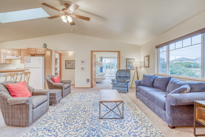 New Home with Great Ocean Views, King Suite and Wood Stove to Keep You Cozy!