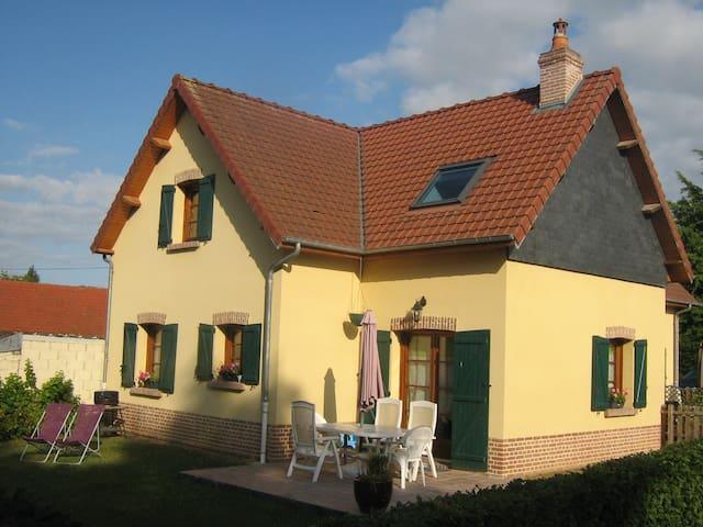 """La Briqueterie     """"chez bidou"""" - Quesnoy-le-Montant - House"""