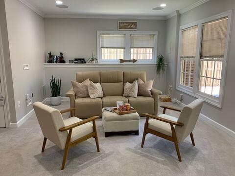 Cozy Centreville Suite