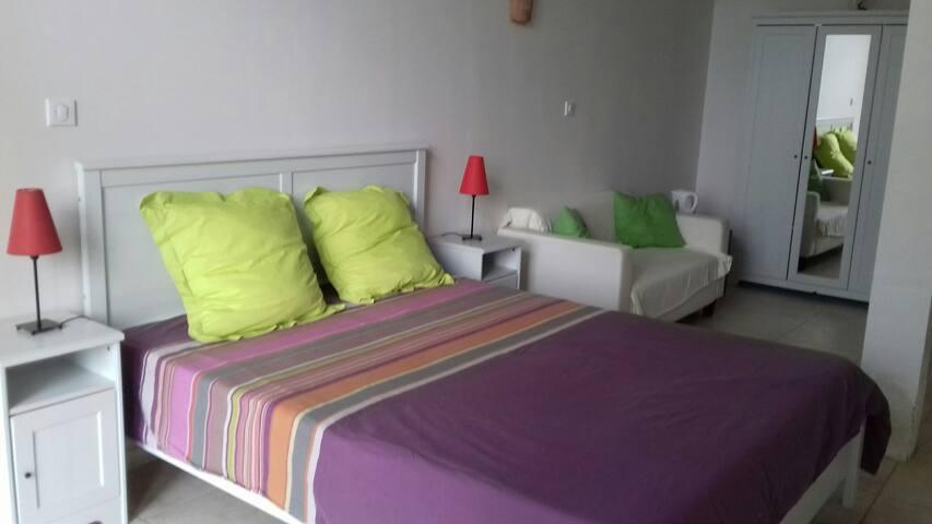 La Poujade - Chambre privée avec mezzanine max 4p