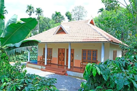 Himadri Cottage for group stay in middle of garden