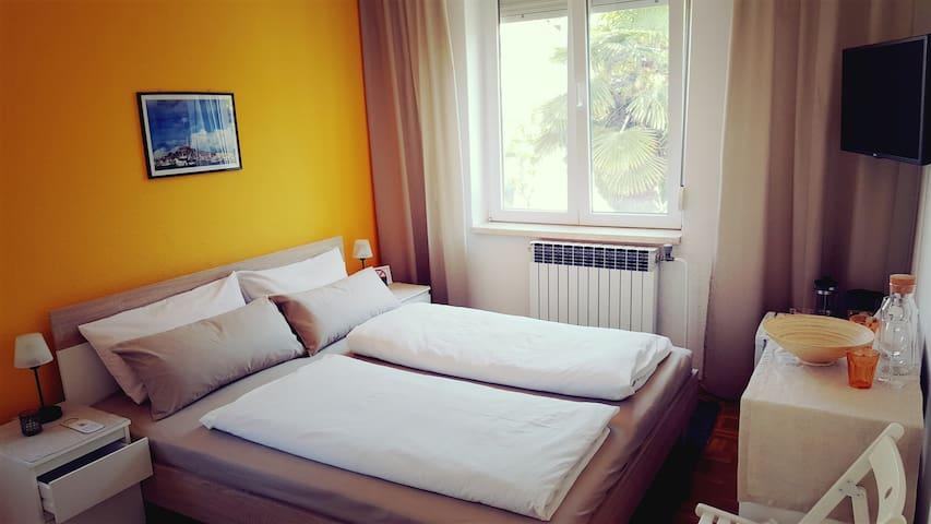 Istrian Sun: en-suite Room in Villa Csipak, Rovinj