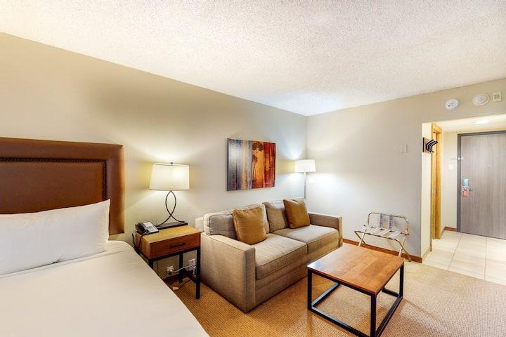 Ski-in/ski-out, family-friendly room w/ WiFi & shared hot tub, steam room, pool!