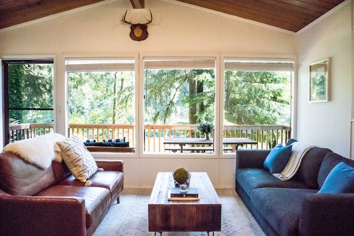 NEW! Three Peak Cabin - Riverside, Mtn Views, Pets