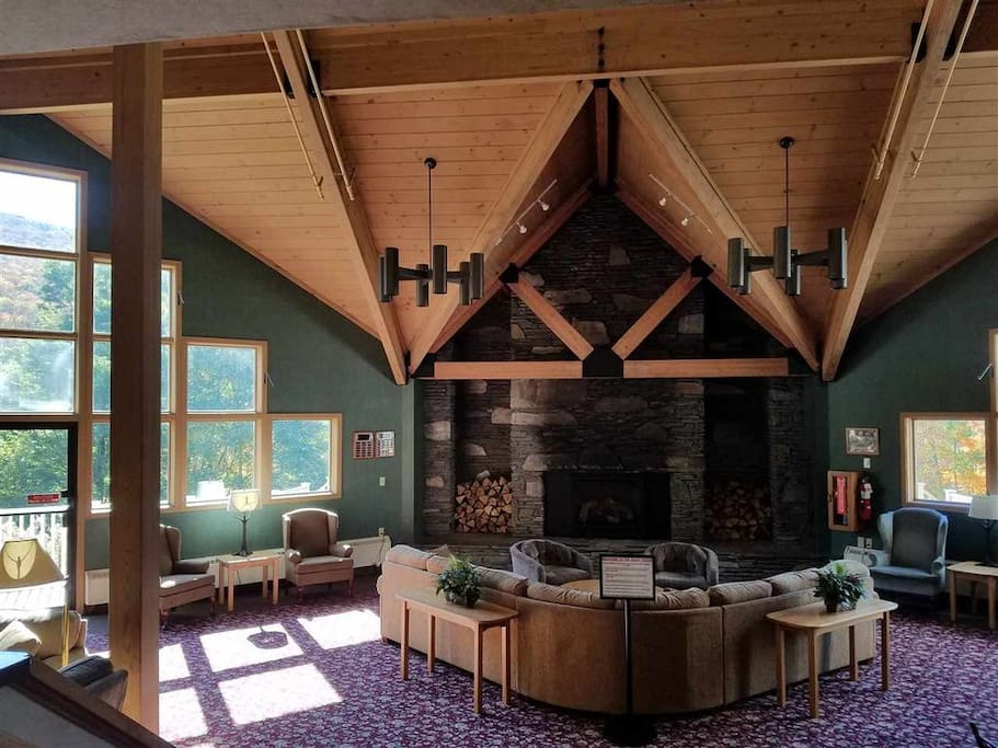 Panoramic mountain views in the vaulted great room common area with beautiful fireplace