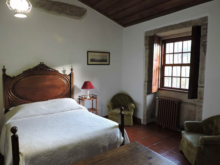 Bedroom with parking in the center