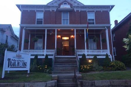 Allegheny Trail House B&B - Frostburg