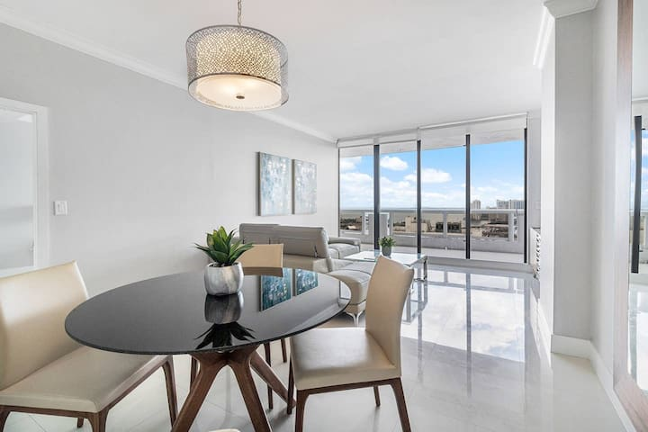 Downtown Miami 4244 | Monthly Rental | Luxury 1BR/1.5BA Waterfront Condo