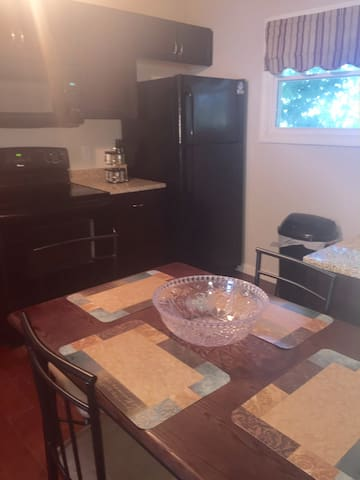 2 Bdrm Apt! Family, Friends! Sleeps 6! 28-6 - Fall River - Apartamento
