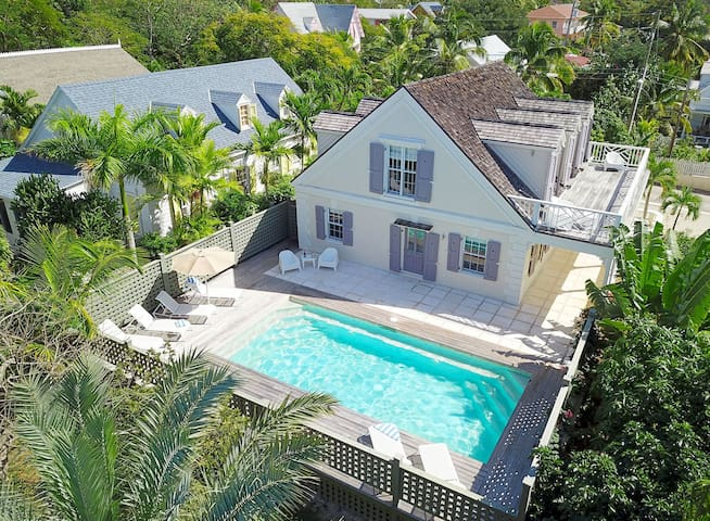 3BR 3.5BA Home w/ Private Pool and & Mod-Cons!