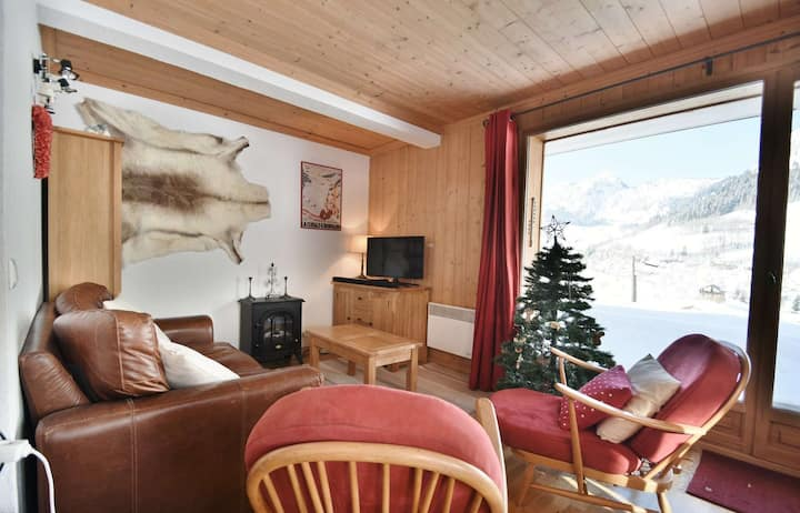 Fully equipped 2 bed apt for 4 with terrace 100m from the slopes!