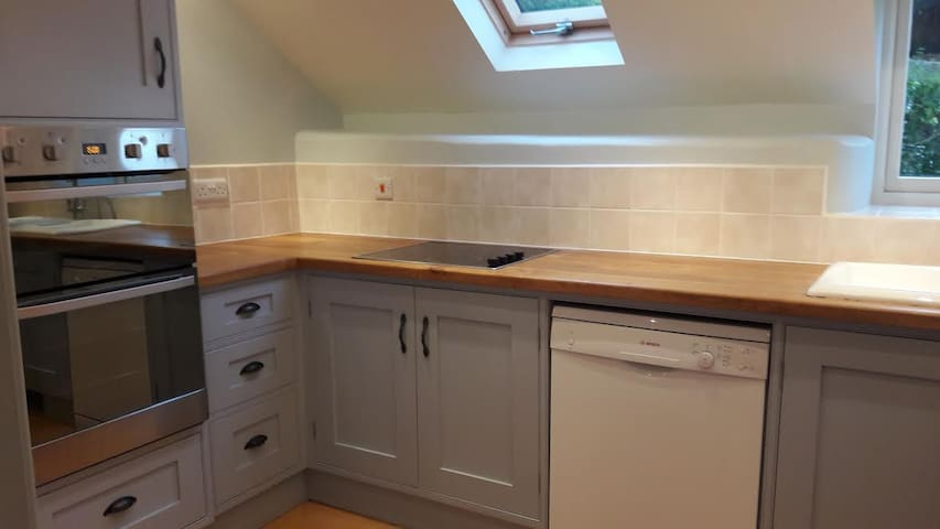 Beautiful equipped kitchen. The photo doesn't do it justice!