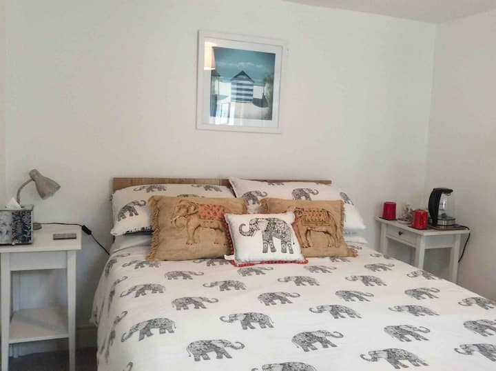 Stay in style in fabulous Seafront cosy double.