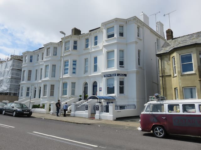 Marine View Guest House, Worthing - Worthing - Bed & Breakfast