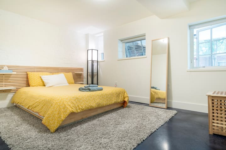 Spacious, modern, beautiful, 1BR - Adams Morgan
