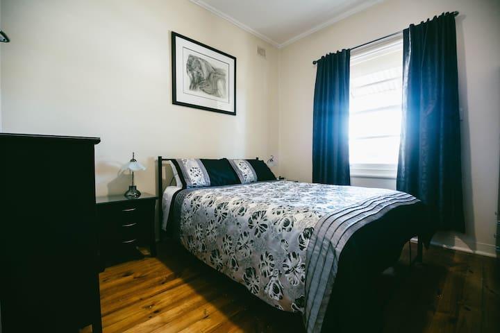 00 Addison 3 BR Cottage Home