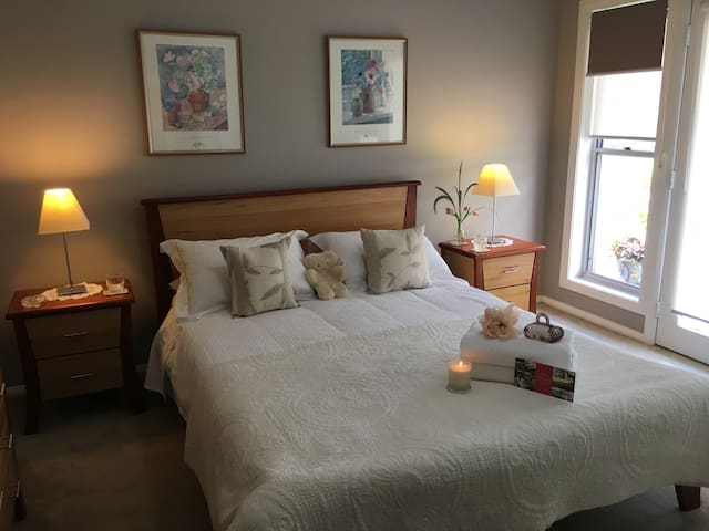 Hunter Valley Serenity - luxury room 1