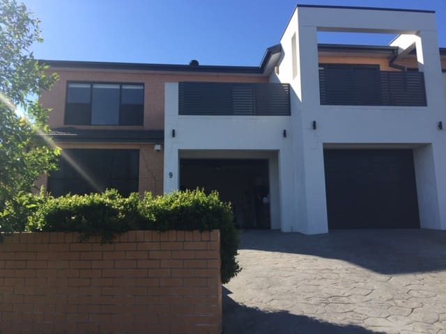 Spacious Private en-suite room near Sydney Airport