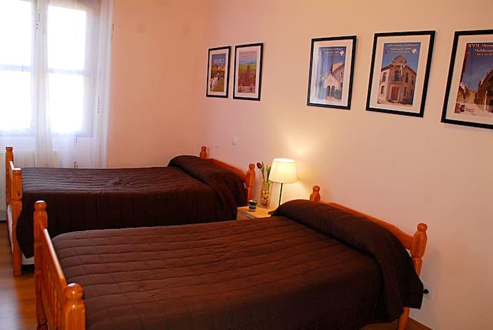 "Dormitorio ""Tinto"""