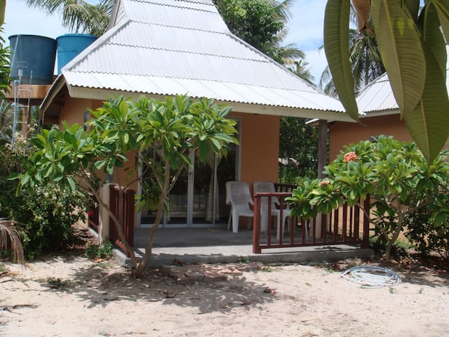 Jinta beach cottage, South Samui