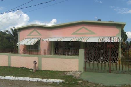 The Real Jamaica. Between Kingston & Ocho Rios - Linstead - Casa
