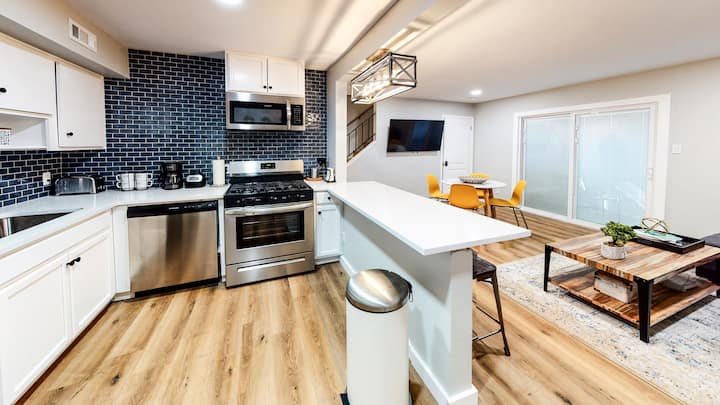 ✯Modern Fully Equipped Apt Home in hip S.Lamar✯