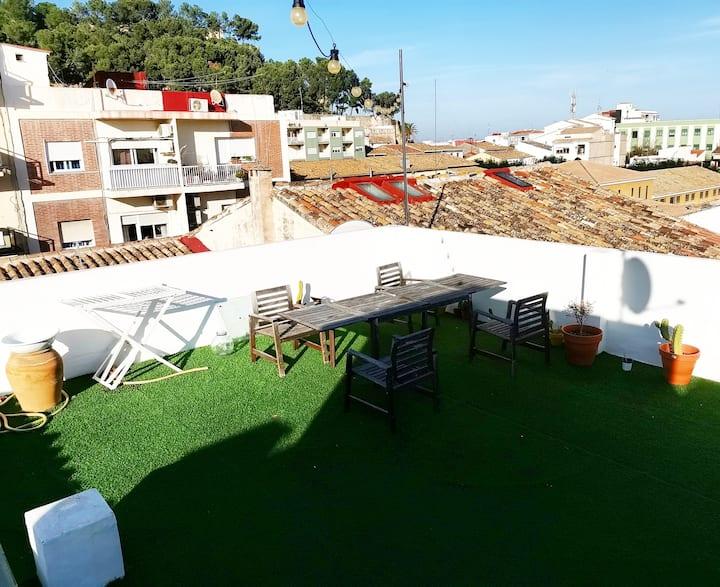 Acogedor y céntrico ático con terraza mediterránea