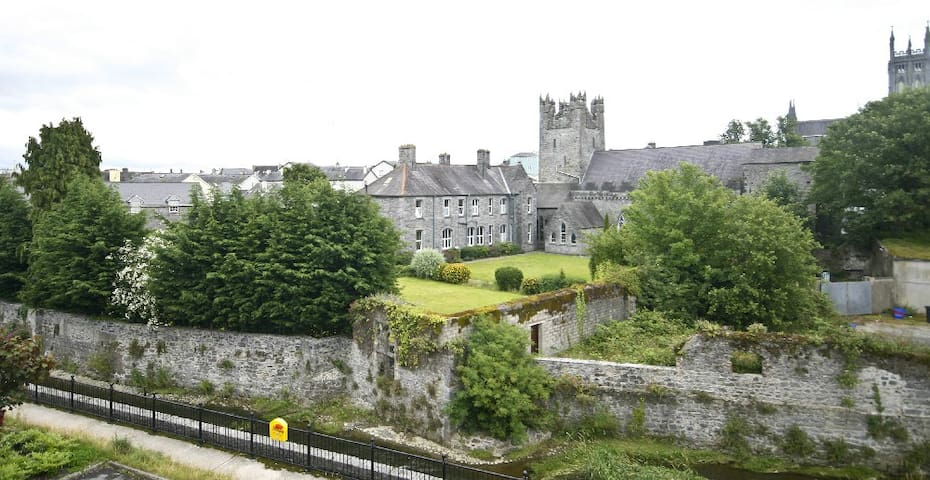 Central Flat with Scenic Views. - Kilkenny - Apartamento