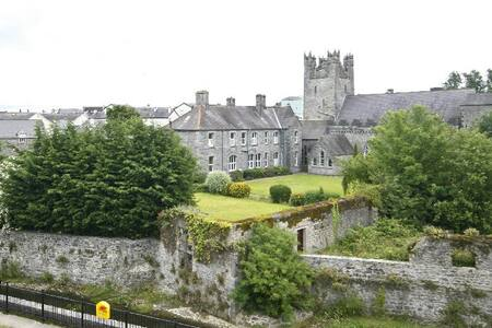 Central Flat with Scenic Views. - Kilkenny - Leilighet